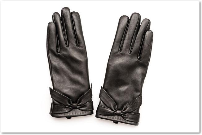 女性用の黒い皮手袋