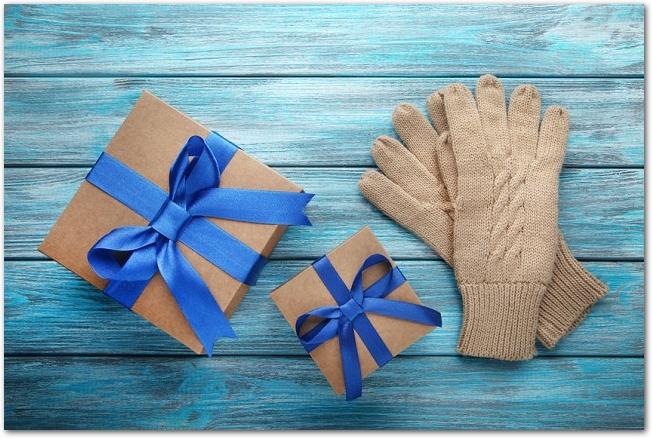 手袋とギフトボックス