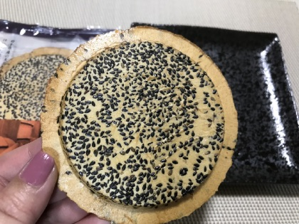 小松製菓のごましょうゆせんべい