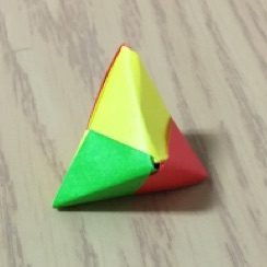 折り紙の立体ユニット三角