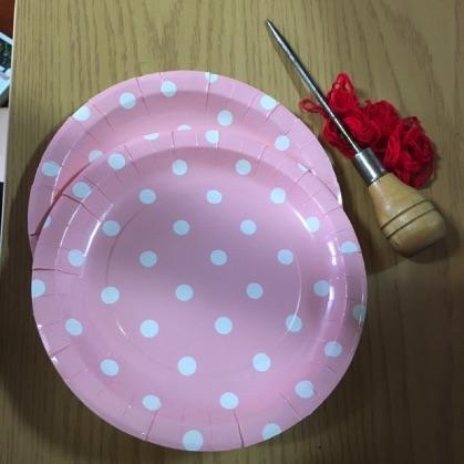 ぶんぶんごま紙皿工作の材料