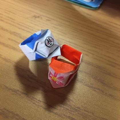 折り紙の指輪に絵を描く