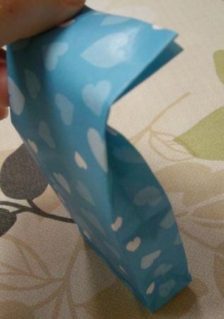 折り紙ギフトバッグでお菓子を包装