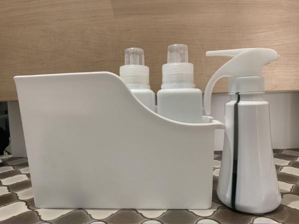 洗濯洗剤のボトルをファイルボックスに収納