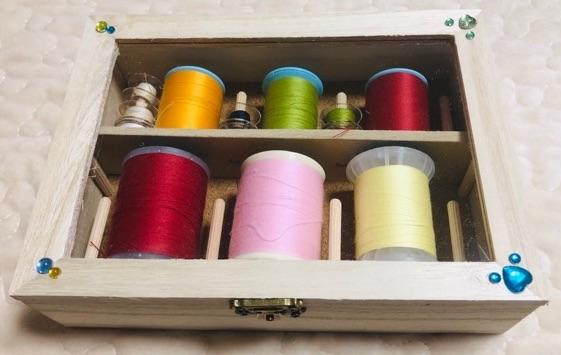 ミシン糸とボビンを収納できる100均手作りケース
