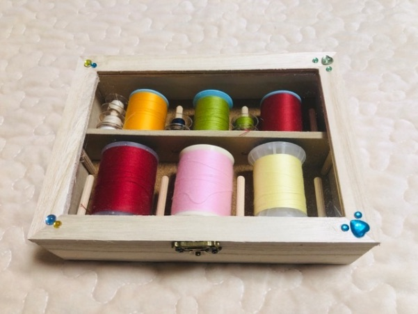 ミシン糸とボビンを収納した100均手作りケース