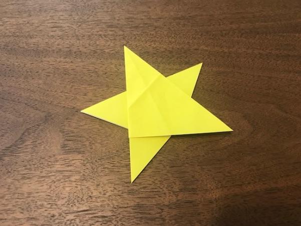 折り紙で平面の星が完成