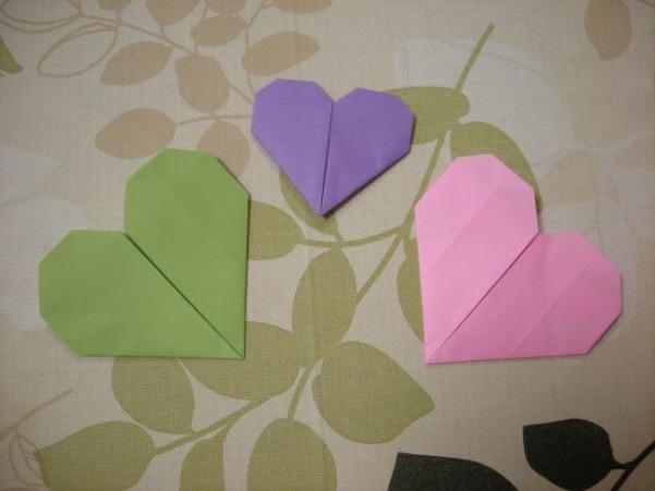 大きさの違うハートの折り紙