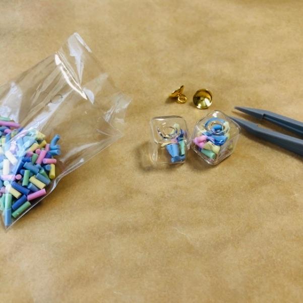 ガラスドームのイヤリングの作り方・手順1