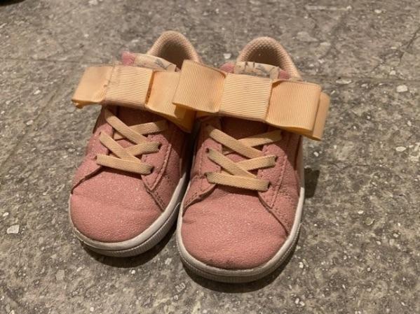 汚れた子供靴