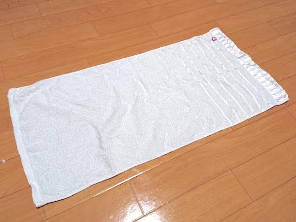タオルをホテル風に丸めるたたみ方の手順1