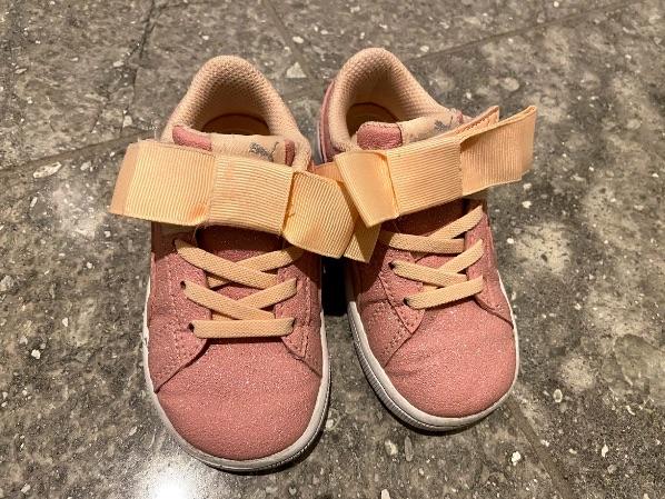 汚れを落としてきれいになった子供靴