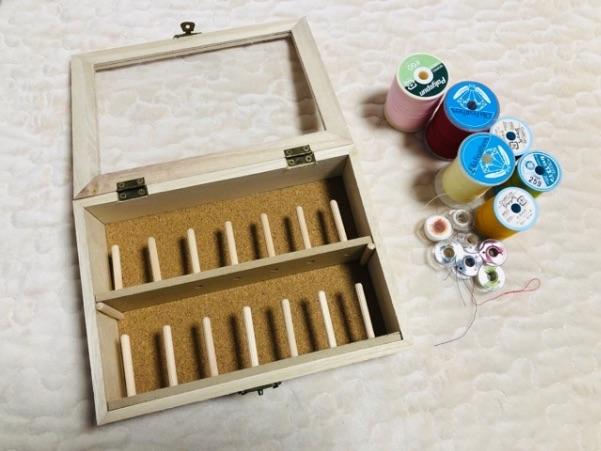 糸収納ケースに有孔ボードを取り付け