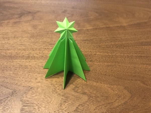 折り紙のツリーかわいい立体の完成