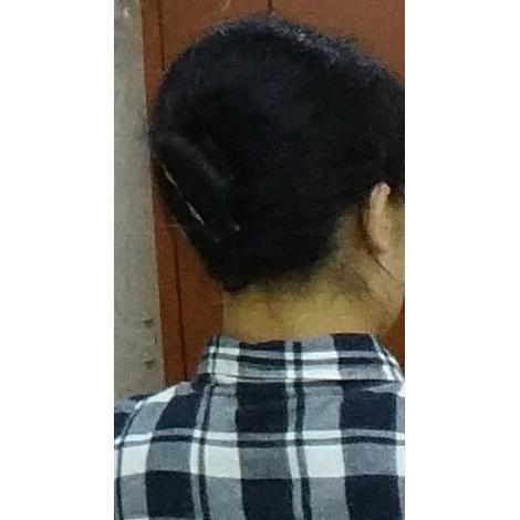 バナナクリップでロングヘアまとめ髪完成2