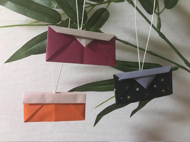 七夕の笹飾りにした折り紙の巾着(財布)