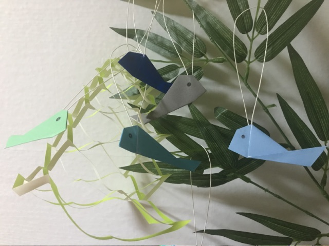 七夕飾りにした折り紙の魚